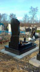 Комбинорованный памятник из гранита с цветником