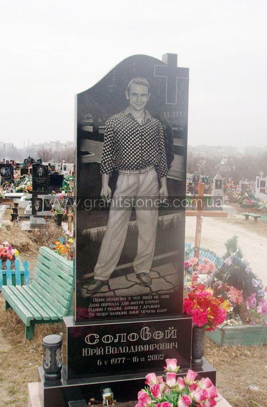 Памятник на могилу для мужчины в полный рост