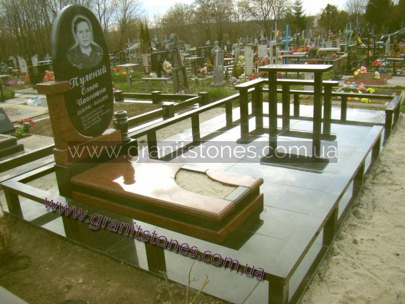 Комплекс на могилу из гранита общий вид