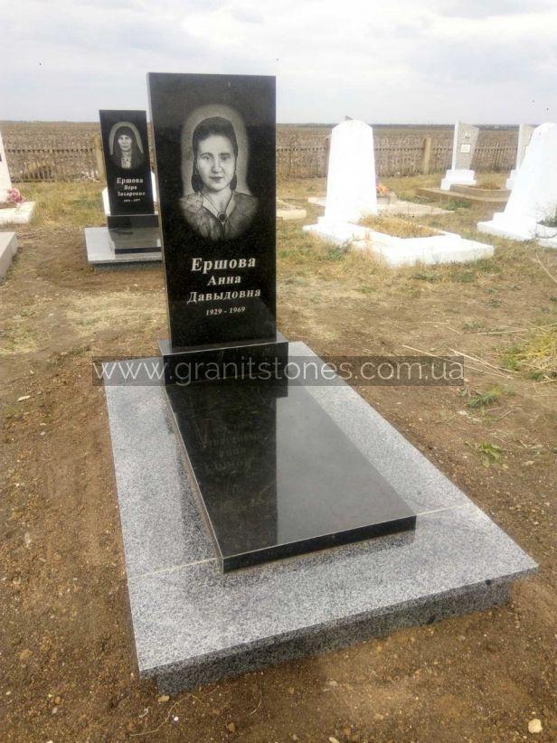 Памятник из гранита на могилу закрытого типа
