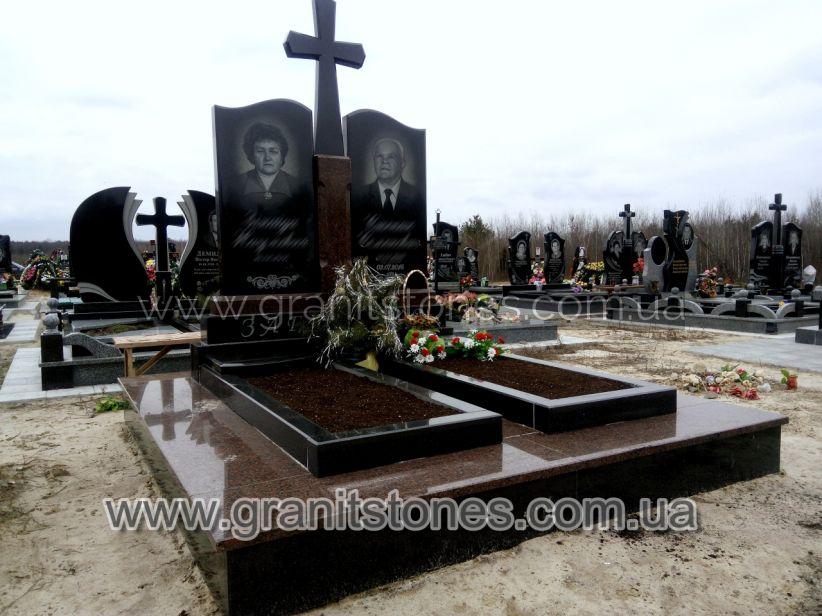 Памятник для двоих с постаментом и большим крестом