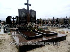 Памятник для двоих с большим крестом без цветника