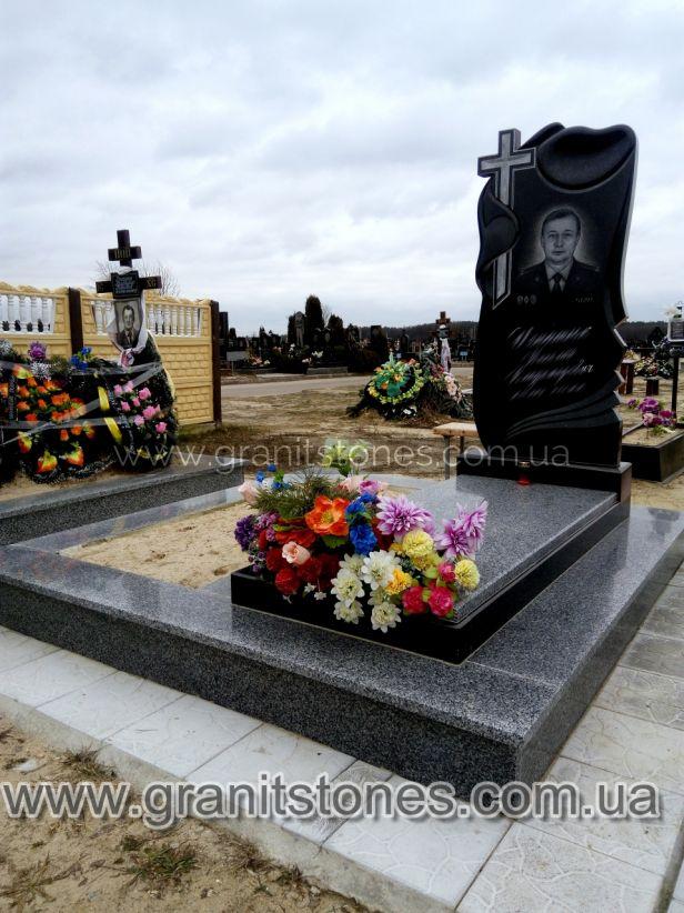 Памятник с полотенцем и крестом подхоронение